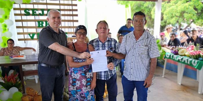 Ao lado do INCRA, dr. Wagner entrega títulos de posse na zona Rural