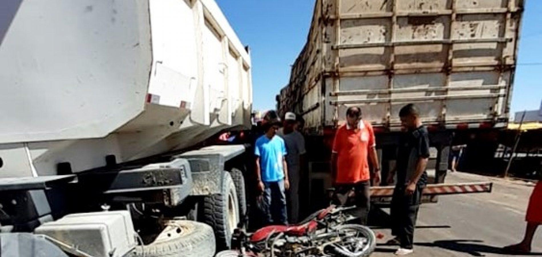 Motociclista morre após colidir com dois caminhões em Marcolândia - Imagem 1