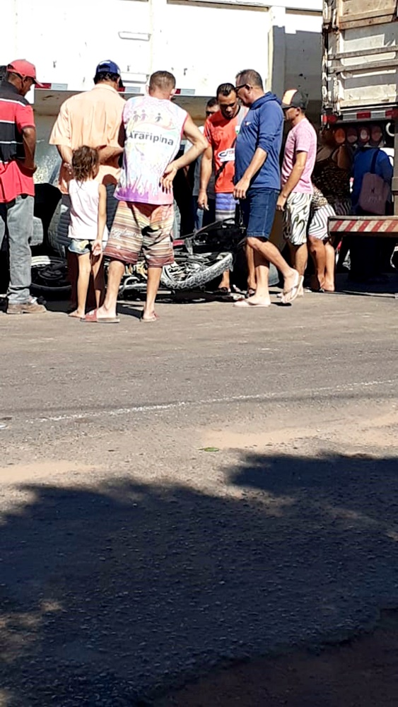 Motociclista morre após colidir com dois caminhões em Marcolândia - Imagem 2