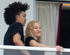 Madonna assume namoro com dançarino 36 anos mais jovem, segundo jornal