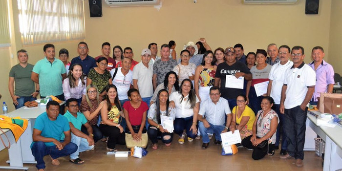 Prefeito Genival Bezerra faz entrega de fardamentos e tablets aos ACS