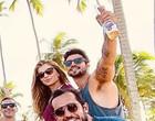 Caio Castro e Grazi Massafera curtem praia juntos em Pernambuco