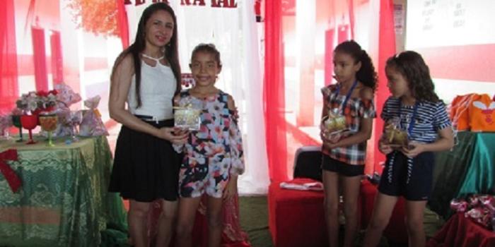 Escola Cícero Lopes premia alunos e leitores nota 10