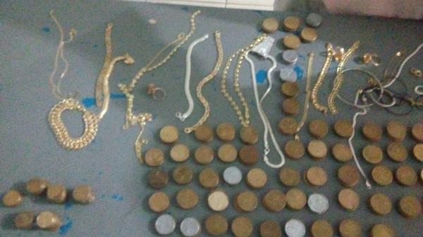 Polícia recupera mais de R$ 500 em moedas e joias no Sul do Piauí - Imagem 1