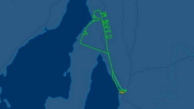 Rota de piloto escreve no céu 'Estou entediado'