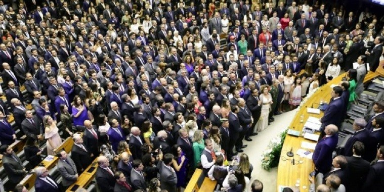 Ex-deputados ganham até R$ 33,7 mil de aposentadoria