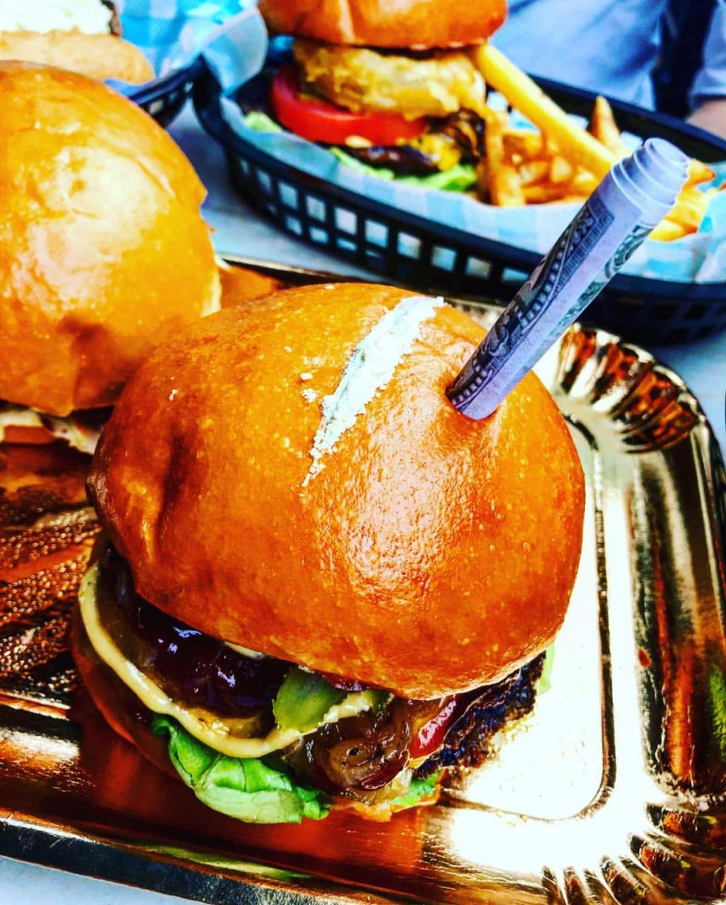 Lanchonete cria burger com cocaína falsa em homenagem a Escobar - Imagem 4