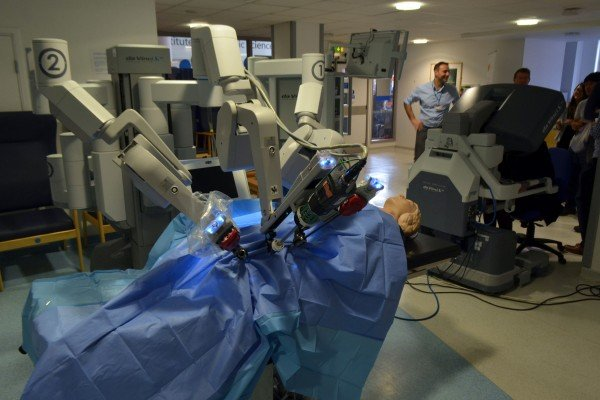 Dona de casa do PI morre no Ceará  em cirurgia feita por robô