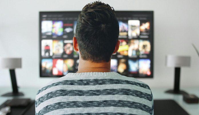 Estudos apontam que a era da televisão continua, com mais força