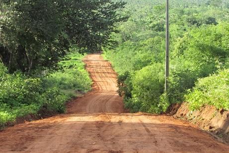 Prefeito investe em construção e recuperação de estradas