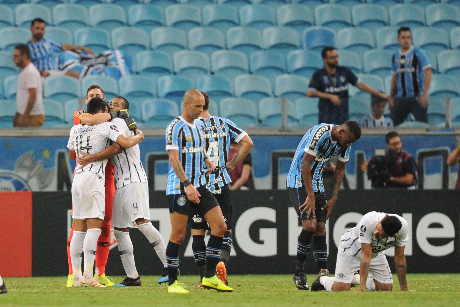 Libertadores: Da defesa ao ataque, Grêmio acumula erros e ouve vaias - Imagem 1