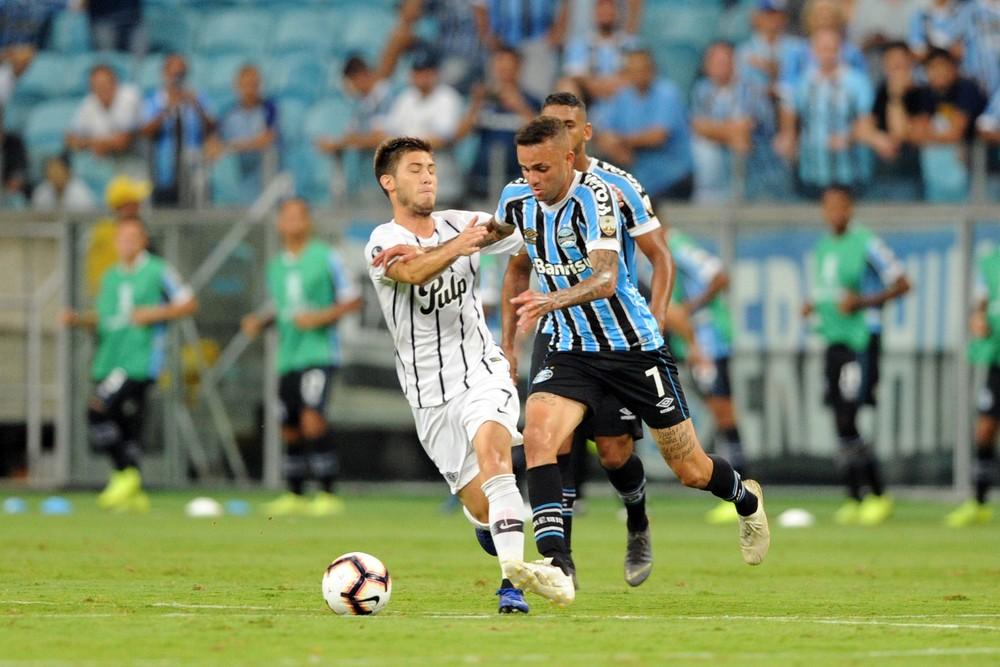 Libertadores: Da defesa ao ataque, Grêmio acumula erros e ouve vaias - Imagem 3
