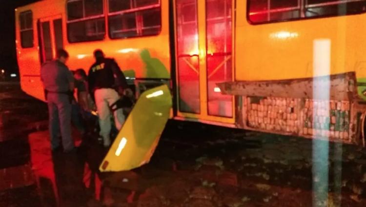 Polícia encontra 521kg de maconha em ônibus escolar em São Paulo