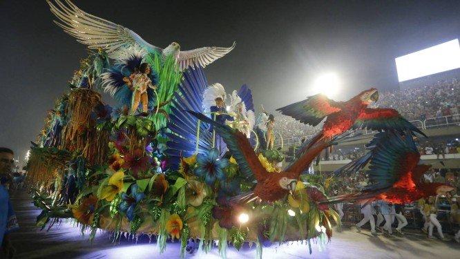 Abre-alas teve problemas durante a dispersão Foto: Reprodução/Domingos Peixoto / Agência O Globo