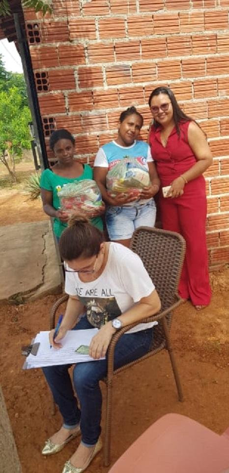 Prefeito Ananias André distribui cestas básicas para vítimas de alagamento