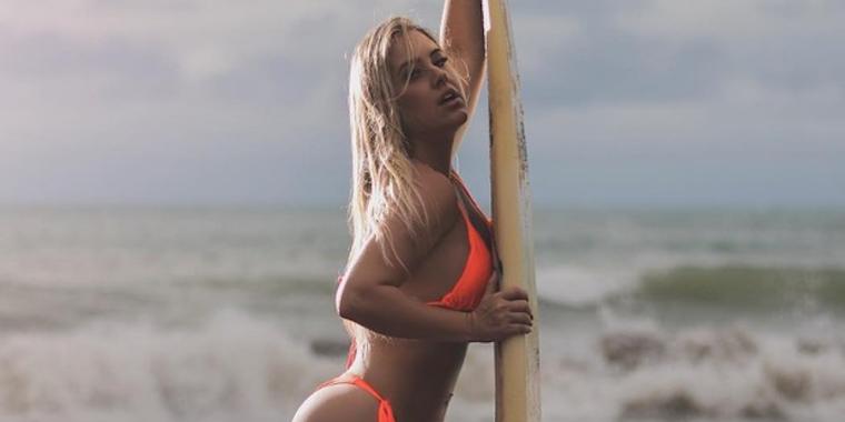 "Patrícia Leitte exibe corpo escultural em ensaio na praia: ""Sereia"""
