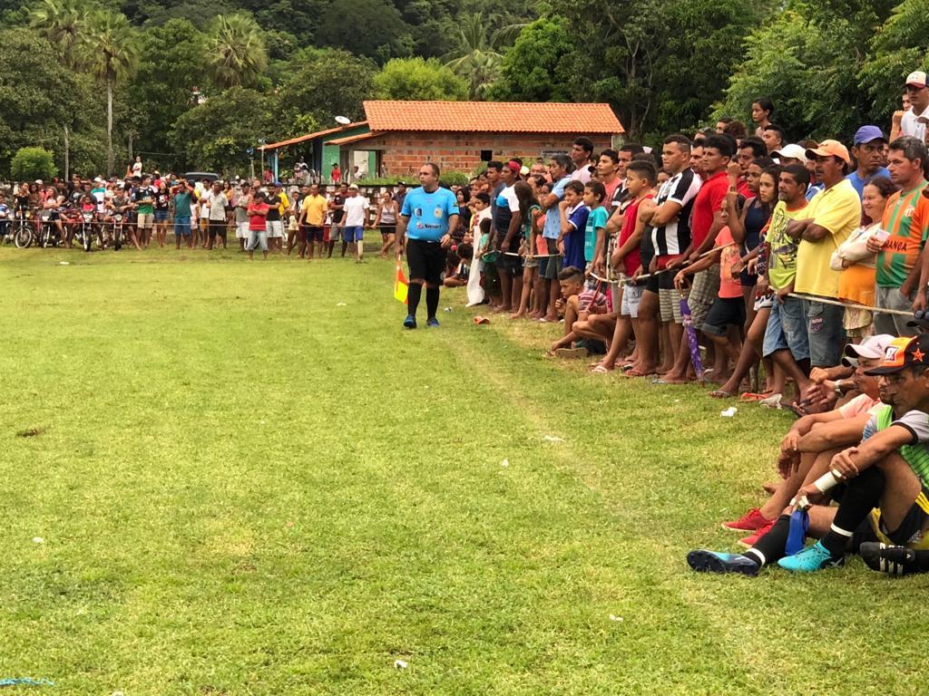 Prefeito Júnior Percy prestigia final da Copa Coroense e entrega premiação - Imagem 3