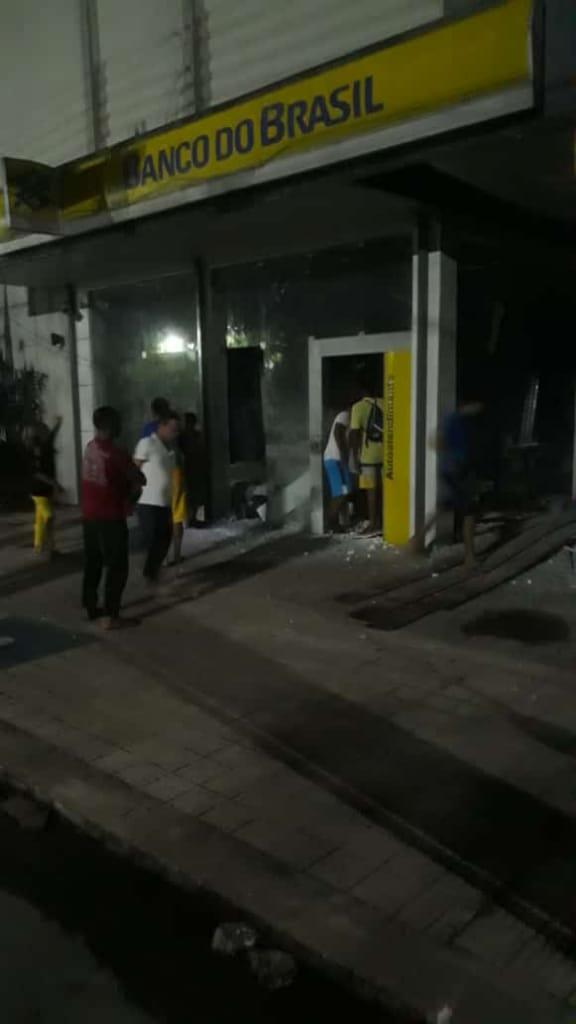Quadrilha fortemente armada explode dois bancos em Campo Maior - Imagem 4