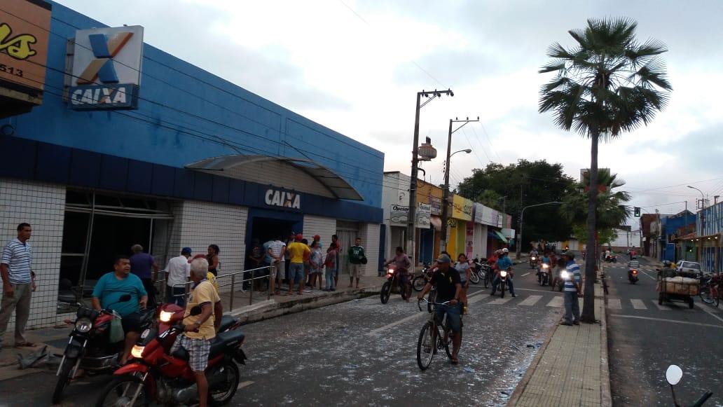 Quadrilha fortemente armada explode dois bancos em Campo Maior - Imagem 2