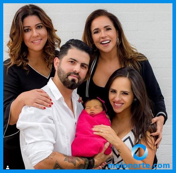 """Daniela Mercury brinda aniversário da neta: """"Beijo especial das vovós"""""""
