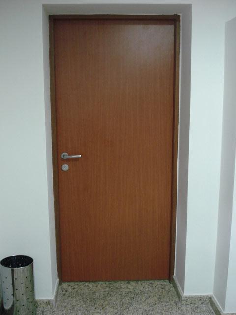 Médico aluga apartamento para namorado e causa burburinho em prédio
