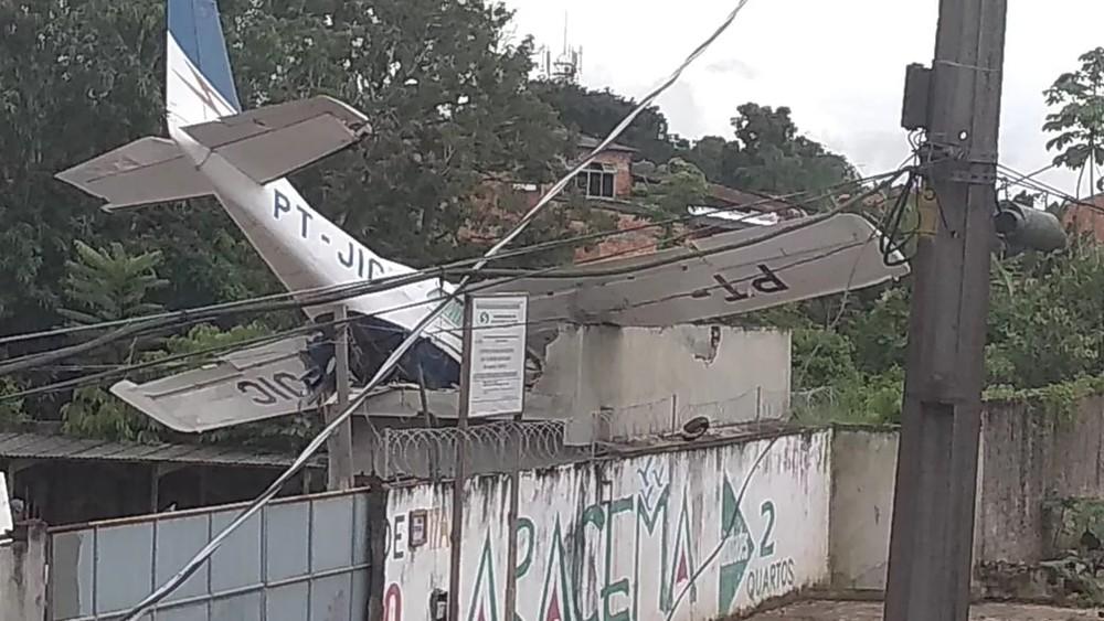 Queda de monomotor no bairro do Benguí, em fevereiro de 2019. — Foto: Reprodução/ TV Liberal