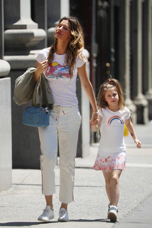 Gisele Bündchen e a filha, Vivian (Foto: Grosby Group)