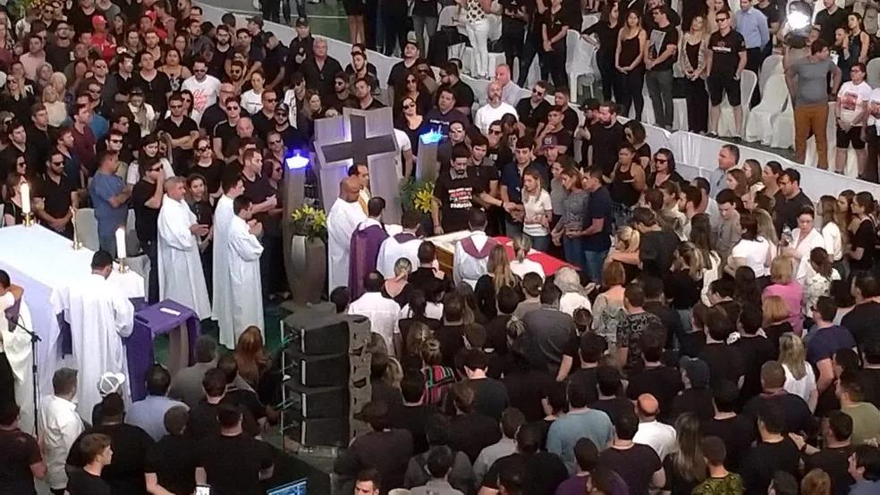 Missa em homenagem a Gabriel Diniz foi celebrada durante velório, em João Pessoa — Foto: Diogo Almeida/G1