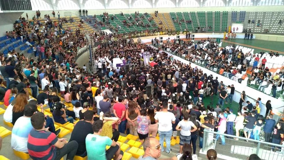 Missa em homenagem a Gabriel Diniz foi celebrada no Ginásio O Ronaldão, João Pessoa — Foto: Diogo Almeida/G1