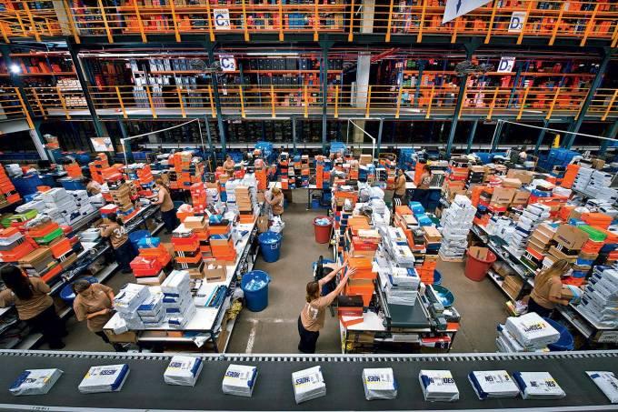 5c827be42 Centro de distribuição da Netshoes. Foto: Germano Luder/ Revista Exame.