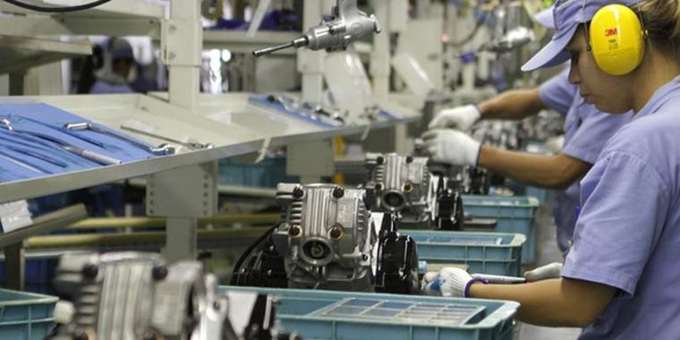 Produção industrial brasileira cai 1,3% de fevereiro para março