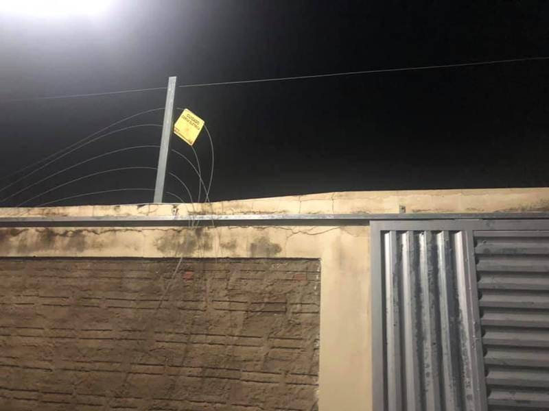 Bandidos cortam cerca elétrica e invadem residência em Piripiri; fotos - Imagem 3