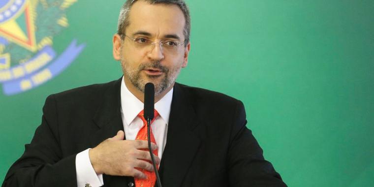 Ministro diz que universidades terão recursos se economia crescer