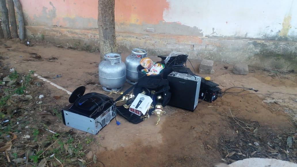 Dupla é presa após fazer arrastão em escola no interior do Piauí - Imagem 4