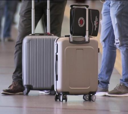 Bolsonaro aprova 100% de capital estrangeiro e veta bagagem gratuita