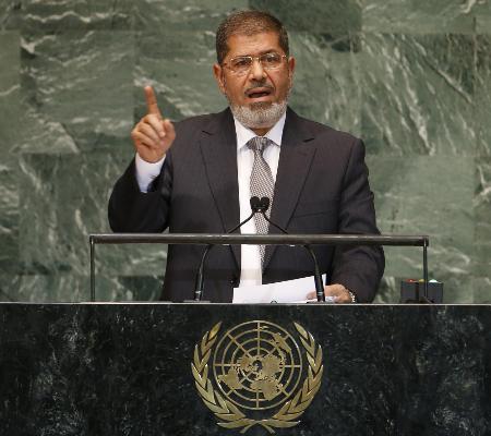 Ex-presidente do Egito morre após passar mal em tribunal