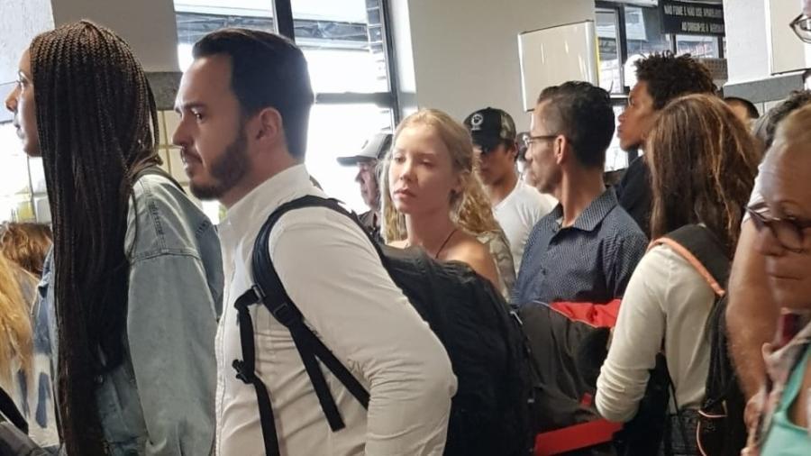 Najila em fila de embarque no aeroporto de Ilhéus (BA) - Imagem: Reprodução Twitter