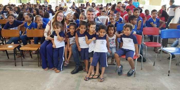 Lançamento das Olimpíadas Escolares marcada pela participação de alunos, professores e até do prefeito