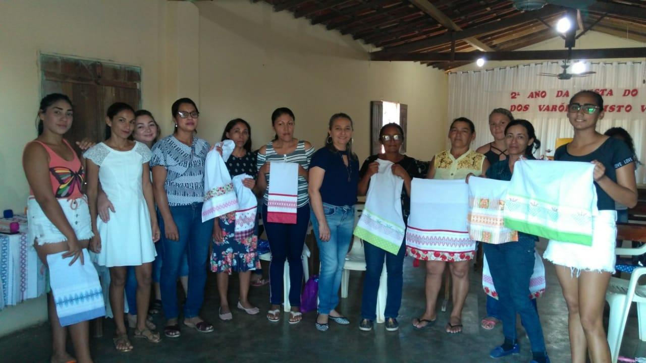 Mulheres da localidade Pé do Morro participam de oficina  de bordado - Imagem 1