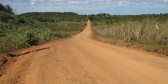 Prefeito Ananias André recupera estradas vicinais