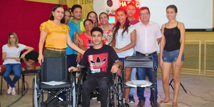 SMS de Joaquim Pires entrega equipamentos ortopédicos aos pacientes com deficiência física