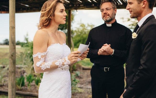 Noiva lê mensagens de traição no altar e desmascara futuro marido - Imagem 1