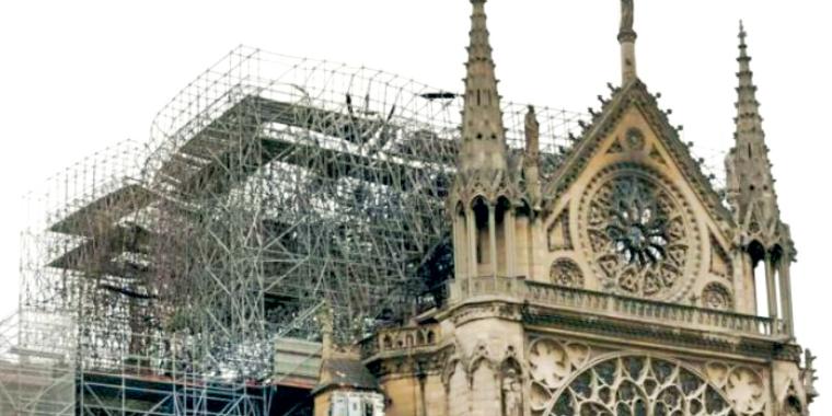 França aprova projetode  lei para reconstruir Catedral de Notre-Dame