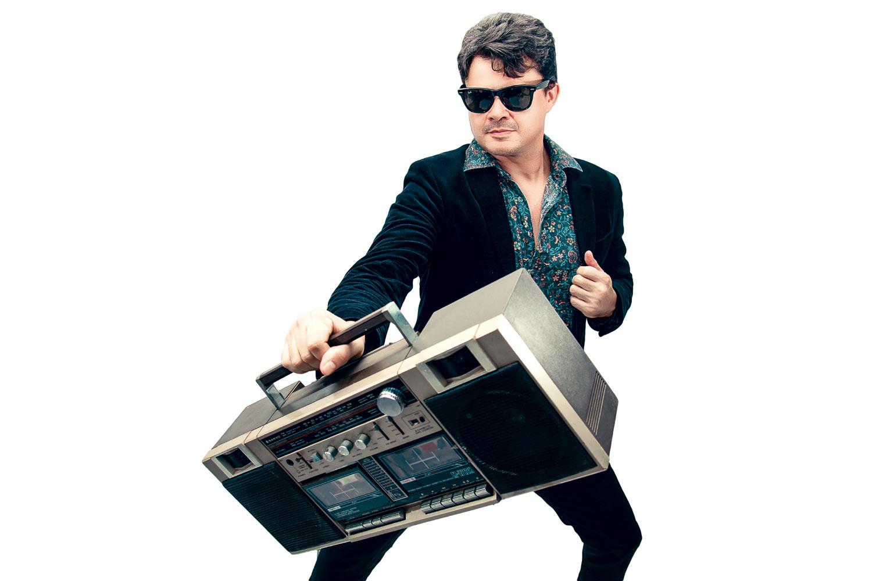 RetroHits canta sucesso dos anos 70, 80 e 90, neste sábado