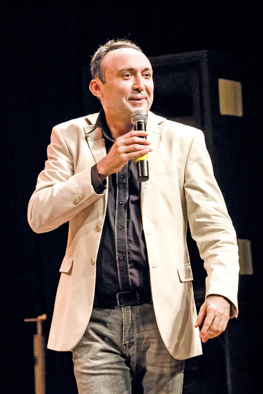 Dirceu Andrade se apresenta no Theatro 4 de Setembro