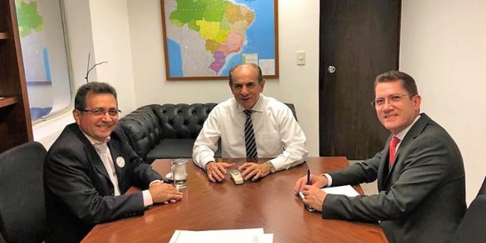 Prefeito Genival Bezerra tem audiência com senador Marcelo Castro, em Brasília