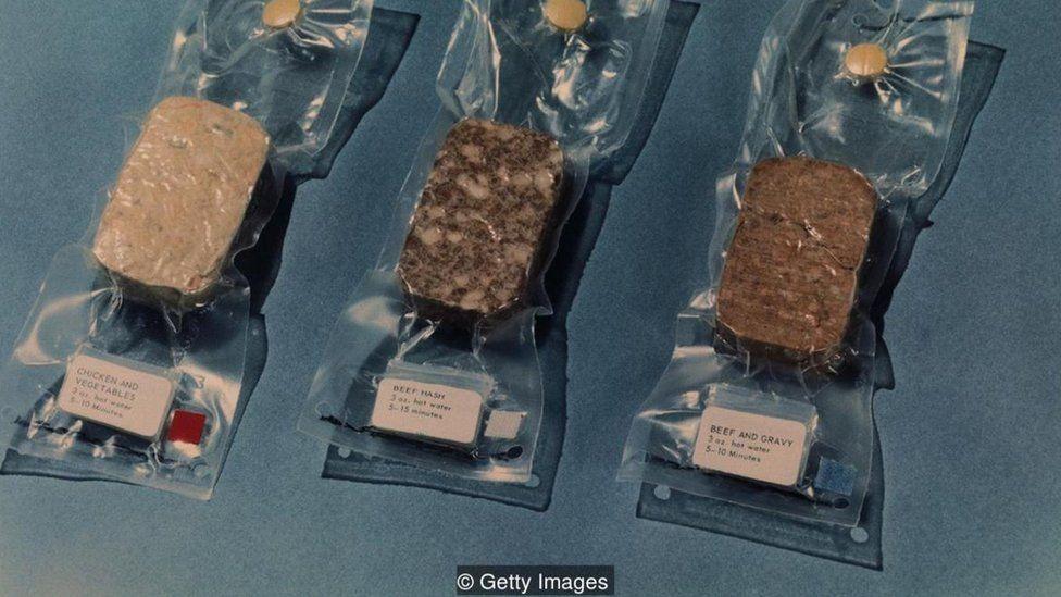 Alimentos embalados em plástico