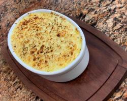 Batata gratinada com quatro queijos! Aprenda essa delícia