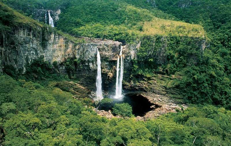 A chapada dos Veadeiros é um dos destinos nacionais que permitem o contato íntimo com a natureza