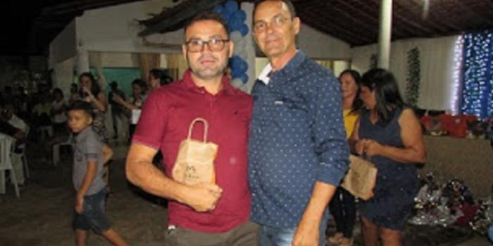 Prefeitura homenageia pais com bela festa e jantar
